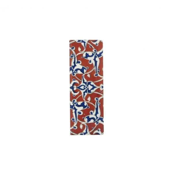 Magnet Border tile with blue and white arabesques